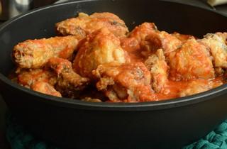 Pollo-guisado-en-salsa-de-tomate-con-verduras