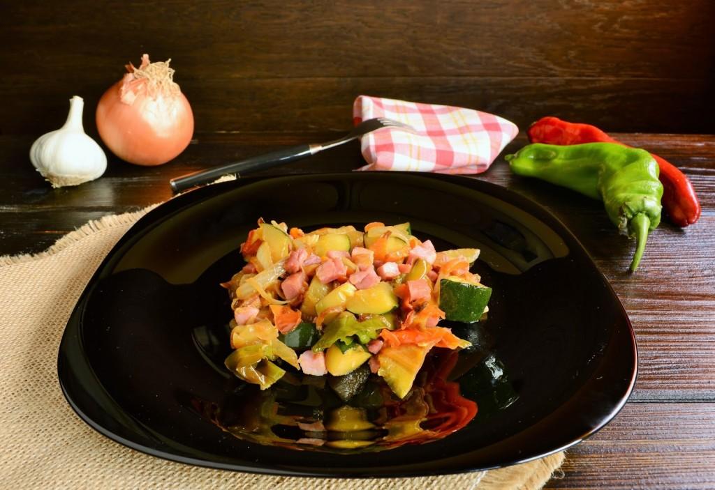 salteado de verduras y jamón