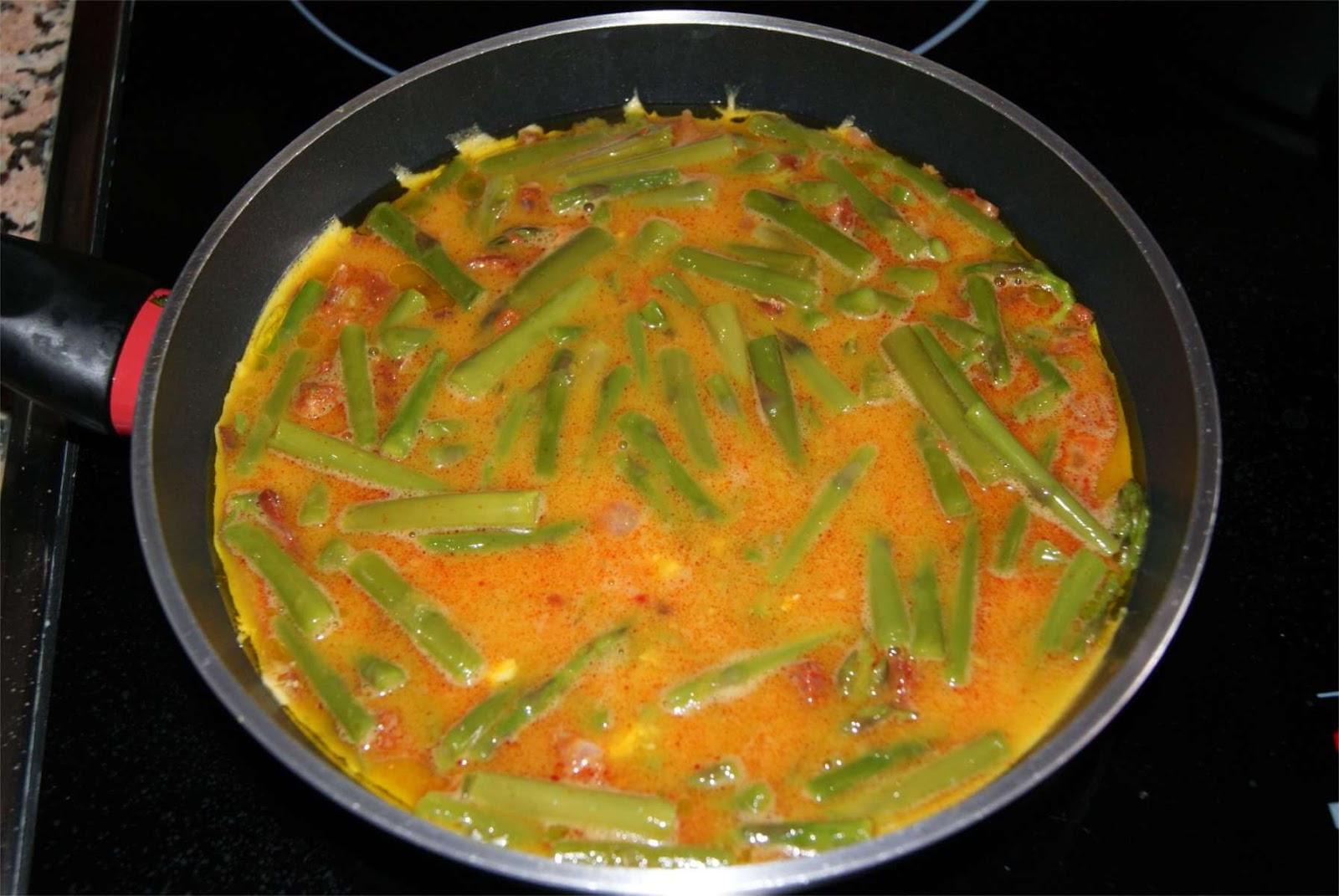 Tortilla de chorizo y esparragos paso 4